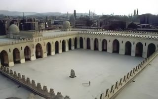 مسجد الحاكم بأمر الله تحفة معمارية شاهدت على تاريخ 1000 سنة