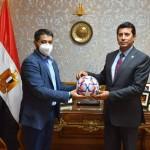 الشراكة بين مصر و اكبر مصنع باكستاني لصناعة كرات القدم